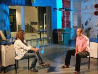 אילן לוקאץ', כתב התרבות של חדשות ערוץ 2, מראיין את חנן כהן, מנהל אתר האינטרנט של המוזיאון.